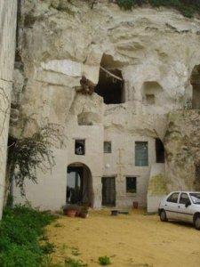 Turnquant-abandoned-caves-7.jpg__600x0_q85_upscale